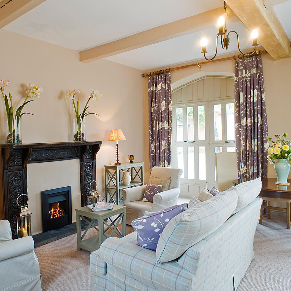 Callander Cottage sleeps four guests and is a charming light and contemporary holiday cottage
