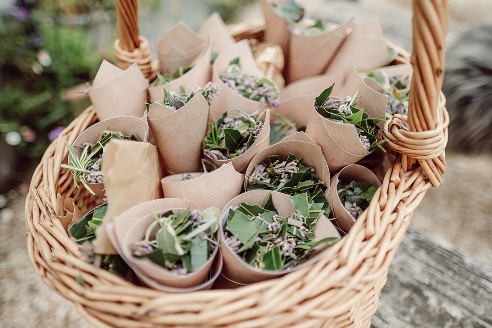How to have a sustainable wedding - eco-friendly wedding confetti